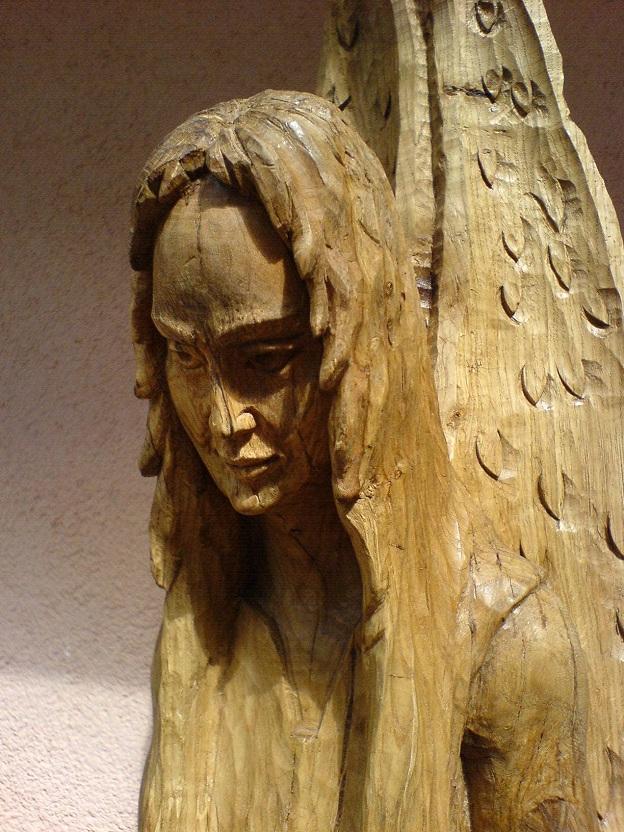 Engel mit blume heilig antik schnitzkunst frauengesicht von