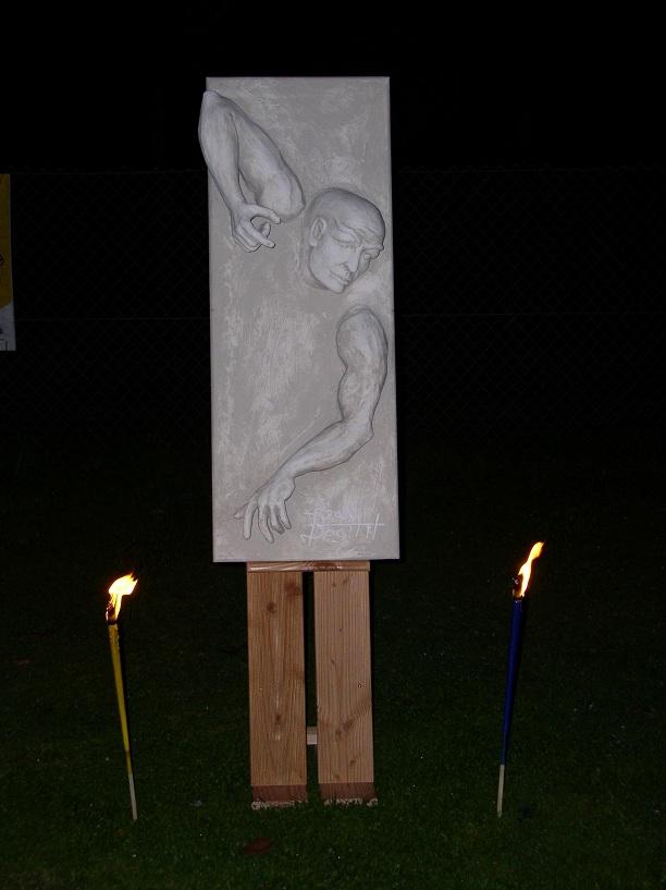 Bild skulptur holzskulptur steinskulptur steinfigur - Durch die wand horen ...