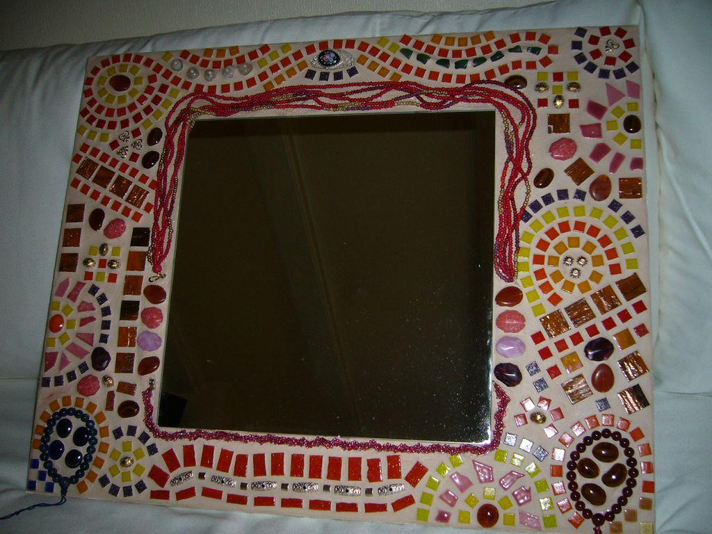 bild mosaik spiegel schmuck perlen von bakuoli bei. Black Bedroom Furniture Sets. Home Design Ideas